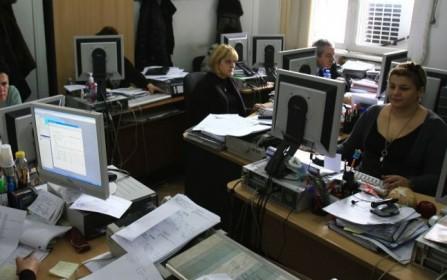 Funcţionari publici în pauză de convorbiri